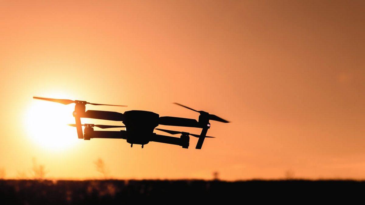Jaki dron z kamerą kupić? Wybieramy najlepszy dron dla dziecka, oraz dron profesjonalny