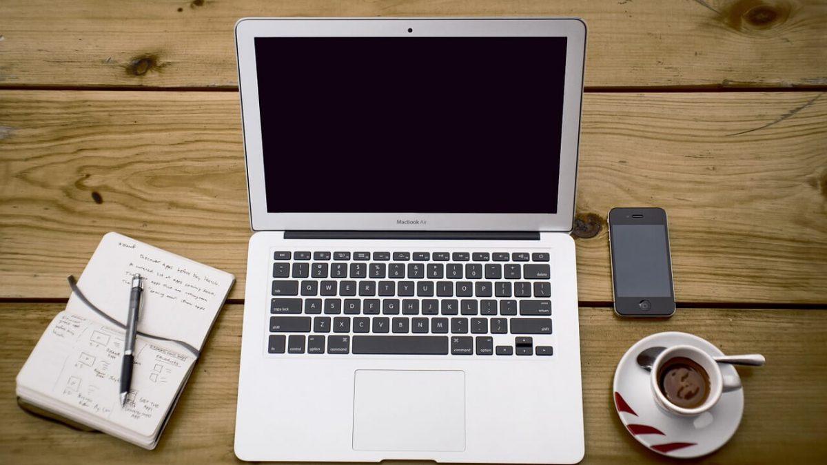Jaki MacBook kupić? MacBook Air czy MacBook Pro?